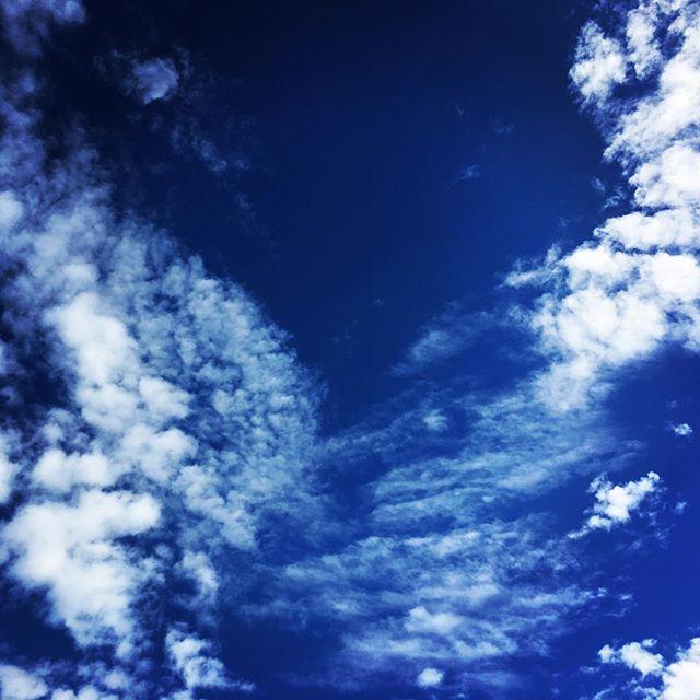 【ぐもにん2191】条件付けから自由になる。心軽く世界広がる。今日も「笑顔の選択」と。#goodmorning #beautifulsky #bluesky #cloudart