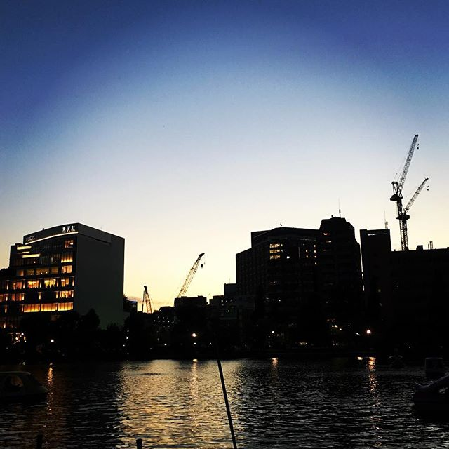 【ぐもにん2189】何を見るか何を切り取るか。何を見たいか何を切り取りたいか。今日も「笑顔の選択」と。#goodmorning #beautifulsky #sunset #blue