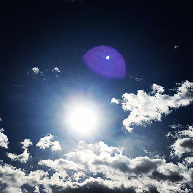 【ぐもにん2281】よくみてよく聞いてつないで紡ぎ出す。今日も「笑顔の選択」を。#goodmorning #beautifulsky #sunlight #cloud #bluesky