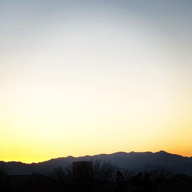 【ぐもにん2282】ひとつひとつに心を込める。今日も「笑顔の選択」と。#goodmorning #beautifulsky #sunset #sky