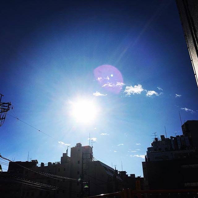 【ぐもにん2283】堂々ととらわれないでまっすぐに。今日も「笑顔の選択」と。#goodmorning #beautifulsky #sunlight #bluesky