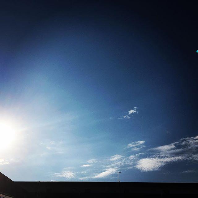 【ぐもにん2296】新しい体験を意図して取り入れ心開いて遊び楽しむ。今日も「笑顔の選択」と。#goodmorning #bluesky #sunrise