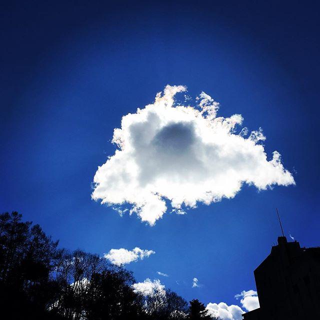 【ぐもにん2305】ゆっくりゆったり漂うと見えてくるものがある。今日も「笑顔の選択」と。#goodmorning #beautifulsky #bluesky #cloudart #clouds