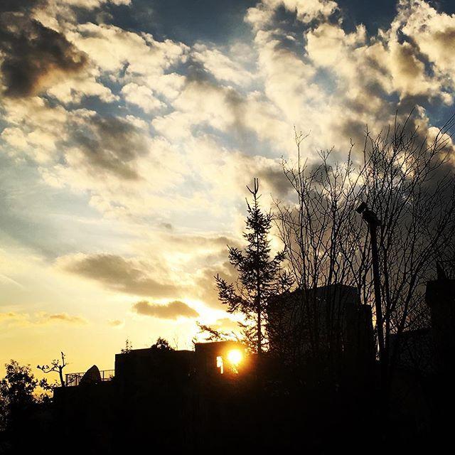 【ぐもにん2318】なりたい未来を生きると決め生きる。今日も「笑顔の選択」と。#goodmorning #beautifulsky #cloudart #sunsets