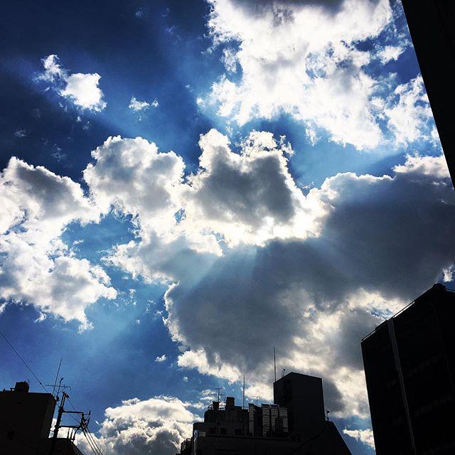 【ぐもにん2312】ここに在ること、持っているもの全てがありがたい。今日も「笑顔の選択」と。#goodmorning #beautifulsky #bluesky #cloudart