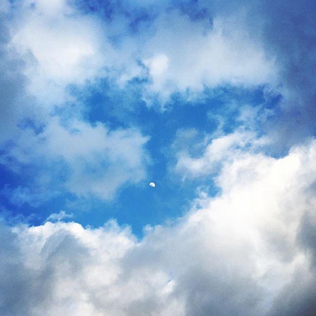 【ぐもにん2327】そのうちやりたいこと、今できること1つはじめたら、やりはじめたことになる。今日も「笑顔の選択」と。#goodmorning #beautifulsky #sky #cloudart #moon