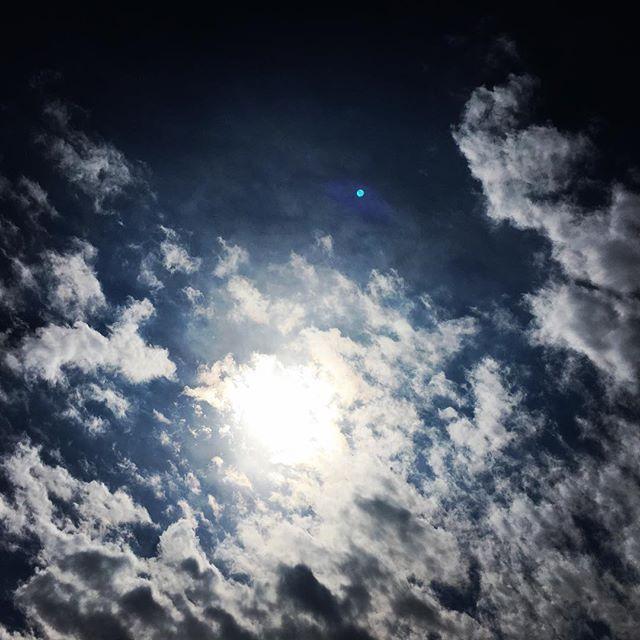 【ぐもにん2329】歩いて来た道、歩む道、その道全てが自分色。今日も「笑顔の選択」と。#goodmorning #beautifulsky #cloudart #sky #bluesky