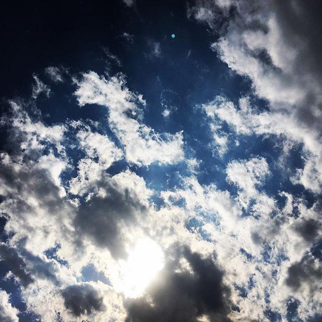 【ぐもにん2365】想いが大きな力を呼ぶ。今日も「笑顔の選択」と。#goodmorning #sky #beautifulsky #beautiful #cloud #cloudart