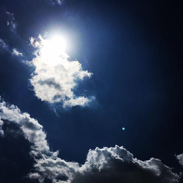 【ぐもにん2380】いつでも今から。ここから。今日も「笑顔の選択」と。#goodmorning #sky #beautifulsky #bluesky #blue #clouds