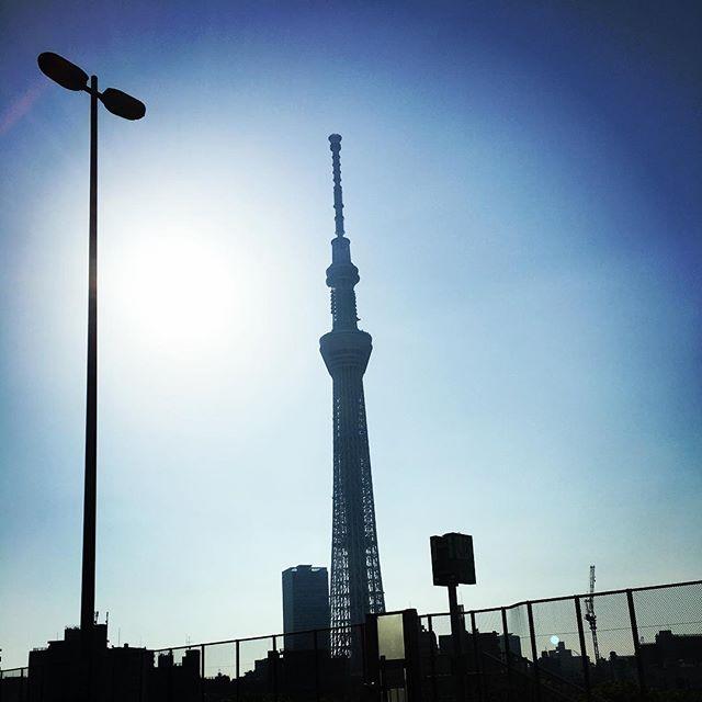 【ぐもにん2381】好きをとことん。とことん。とことん。今日も「笑顔の選択」と。#goodmorning #beautifulsky #tokyo #skytree #tower #bluesky #blue