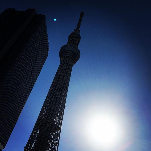 【ぐもにん2386】道を作る力。今日も「笑顔の選択」と。#goodmorning #bluesky #sky #tower