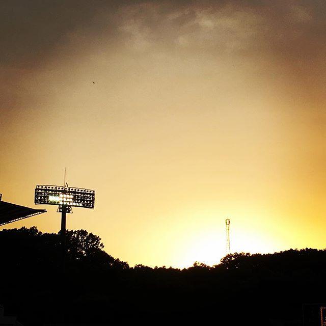【ぐもにん2388】いつでも途中。いつでもゴール。だから今を全力で、楽しんで。今日も「笑顔の選択」と。#goodmorning #sky #beautiful #sunset #stadium