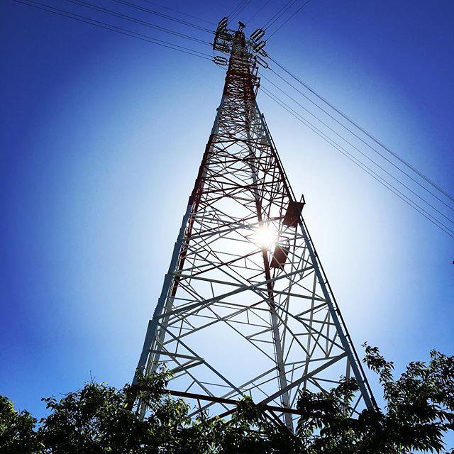 【ぐもにん2390】心地よさは自分で作る。今日も「笑顔の選択」と。#goodmorning #bluesky #blue #tower