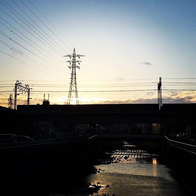 【ぐもにん2397】そこに愛と楽しさはあるかい?今日も「笑顔の選択」と。#goodmorning #beautifulsky #beautiful #sunset