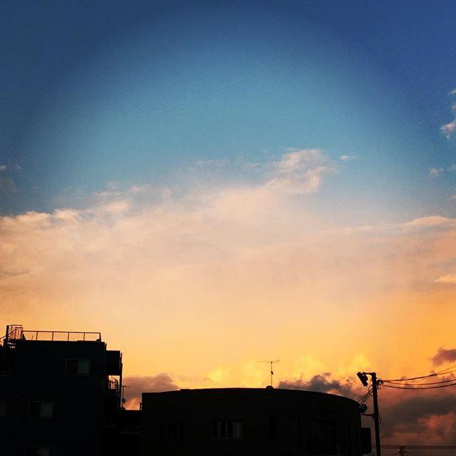 【ぐもにん2417】どこに向かうもはじめの一歩から。今日も「笑顔の選択」と。#goodmorning #beautifulsky #beautiful #sky #sunset #pink #pinksky