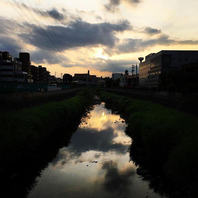 【ぐもにん2429】心の揺らぎは自分自身からのメッセージ。今日も「笑顔の選択」と。#goodmorning #sunset #river #beautiful