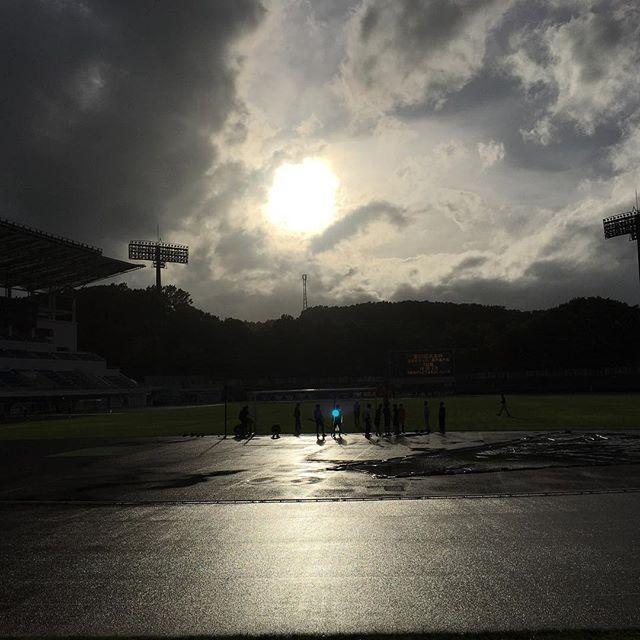 【ぐもにん2433】優しさと愛がいちばん強い。今日も「笑顔の選択」と。#goodmorning #beautiful #beautifulsky #sky #cloud #cloudart  #stadium #aftertherain #雨上がり
