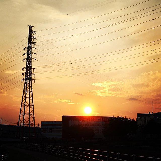 【ぐもにん2436】気持ちよく楽しく全力で。今日も「笑顔の選択」と。#goodmorning #sunlight #sunset #sun #夕焼け