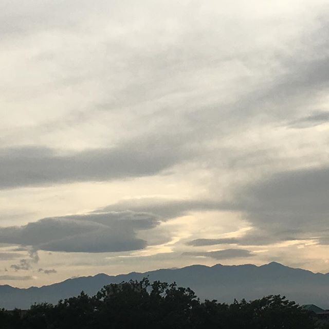 【ぐもにん2442】今、ここにいる奇跡。自分を、世界を、宇宙を信頼する。今日も「笑顔の選択」と。#goodmorning #beautifulsky #sky #cloudart #cloud
