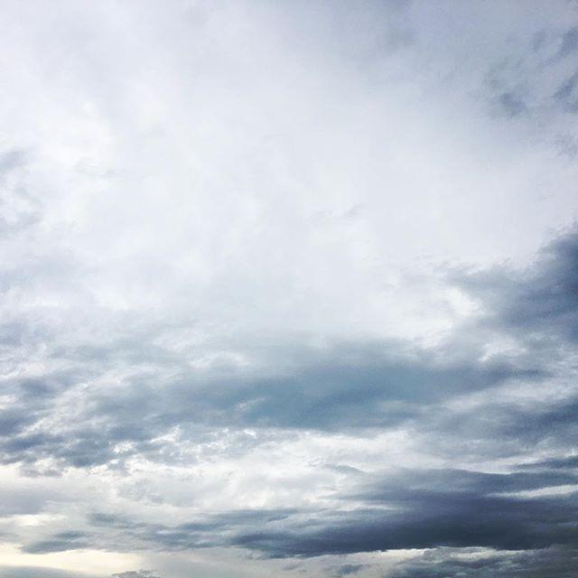 【ぐもにん2443】素直に楽しく真っ直ぐに。今日も「笑顔の選択」と。#goodmorning #sky #beautifulsky #cloud #cloudart
