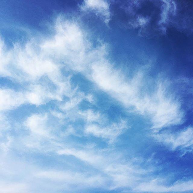【ぐもにん2451】波にのる。波で遊ぶ。波を見る。どれもOK。自分はちゃんとわかってる。今日も「笑顔の選択」と。#goodmorning #bluesky #cloudart #clouds #sky #beautiful #beautifulsky