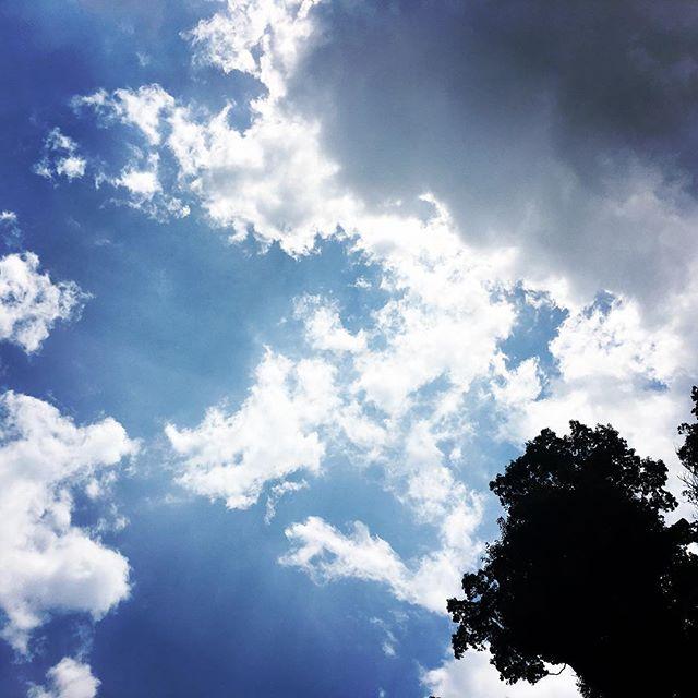 【ぐもにん2449】まわしてまわる運と縁。今日も「笑顔の選択」と。#goodmorning #bluesky #cloudart #blue #sky #cloud