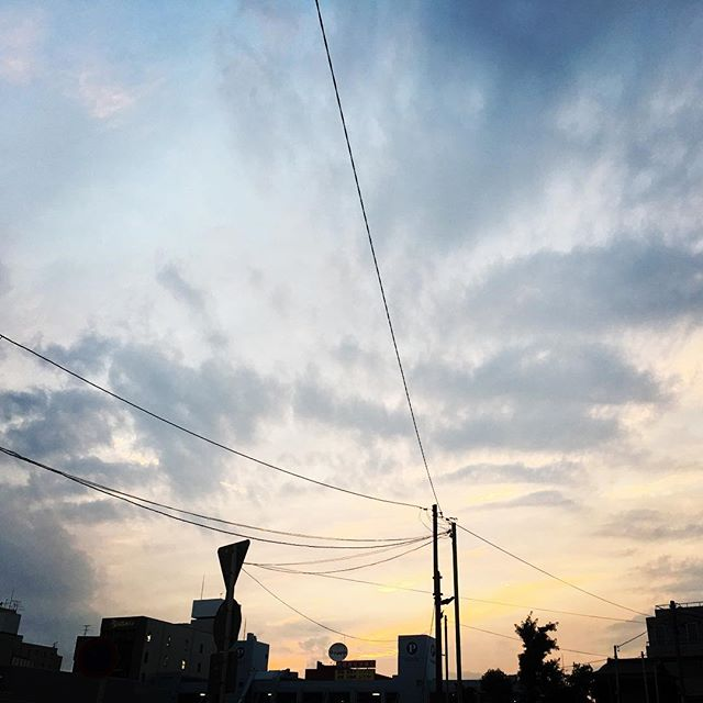 【ぐもにん2461】見えないことや見えない力。当たり前にあるし誰でも持って使ってる。今日も「笑顔の選択」と。#goodmorning #beautifulsky #beautiful #sky #sunset