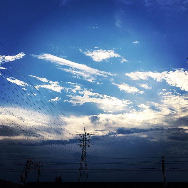 【ぐもにん2464】いつでも愛し愛されている。今日も「笑顔の選択」と。#goodmorning #beautifulsky #beautiful #sky #sunset #bluesky #blue