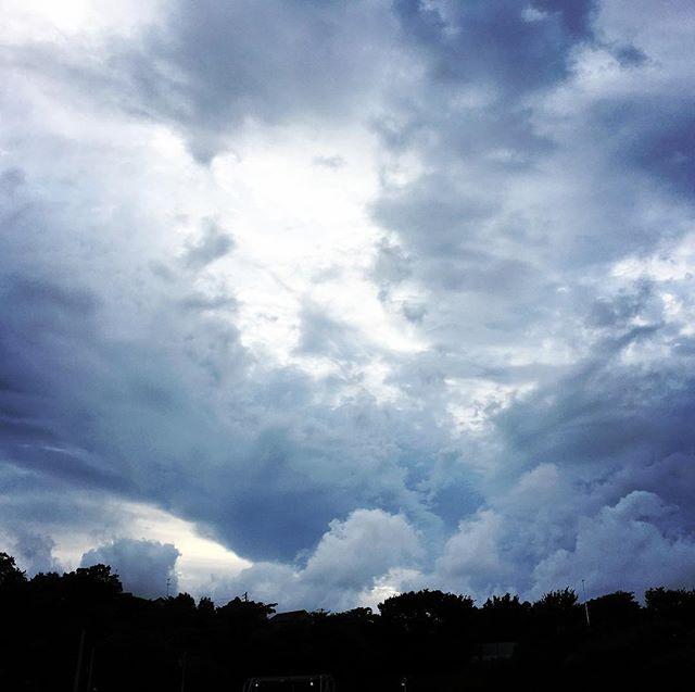 【ぐもにん2516】行きたい未来へ向かう今。今日も「笑顔の選択」と。#goodmorning #beautifulsky #beautiful #sky #cloudart #clouds #おはよう