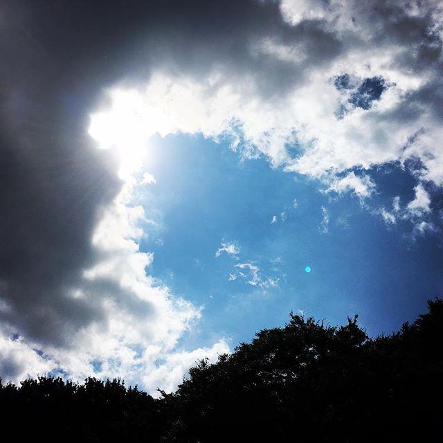 【ぐもにん2514】一瞬のひらめきを未来へ繋げる。一瞬のきらめきを心の糧に。今日も「笑顔の選択」と。#goodmorning #beautifulsky #beautiful #sky #bluesky #blue #cloudart #clouds #sunlight #おはよう