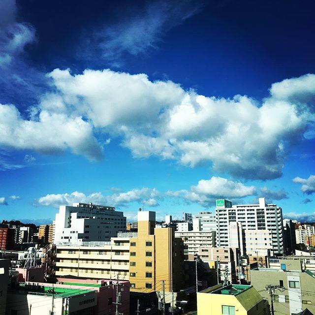 【ぐもにん2522】ゆるめて定める。今日も「笑顔の選択」と。#goodmorning #bluesky #beautifulsky #blue #beautiful #sky #clouds #clearsky #おはよう