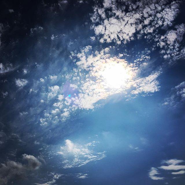 【ぐもにん2520】思った時がタイミング。今日も「笑顔の選択」と。#goodmorning #bluesky #beautifulsky #blue #beautiful #sky #clouds #cloudart #おはよう