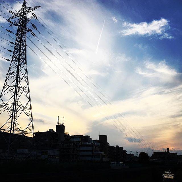 【ぐもにん2526】いつでもなんでも全てOK!今日も「笑顔の選択」と。#goodmorning #beautifulsky #beautiful #sky #sunset #cloudart #clouds #おはよう