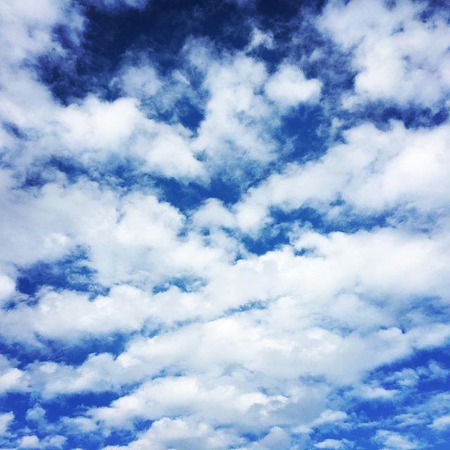 【ぐもにん2548】体験するために生まれてきている。初めてがたくさんあるのは幸せなこと。今日も「笑顔の選択」と。#goodmorning #bluesky #beautifulsky #blue #beautiful #sky #cloudart #おはよう #秋空