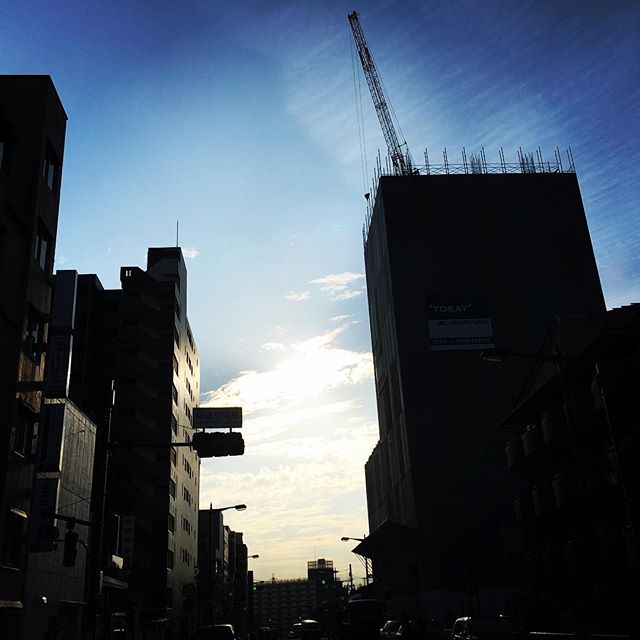 【ぐもにん2568】自分を満たすのは自分。今日も「笑顔の選択」と。#goodmorning #bluesky #blue #sky #beautifulsky #beautiful #sunlight #おはよう