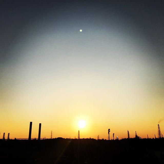 【ぐもにん2570】起きたことに意味づけするのは自分。意味を変えられるのも自分だけ。今日も「笑顔の選択」と。#goodmorning #beautifulsky #beautiful #sky #sunset #おはよう
