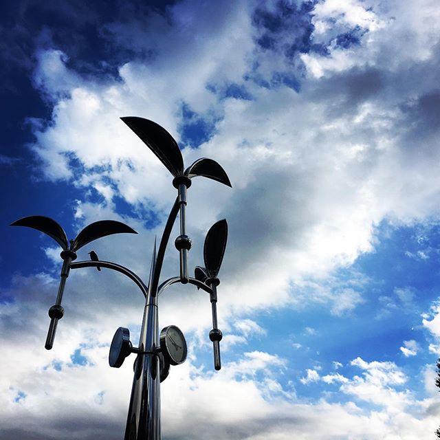 【ぐもにん2576】遠くを見つめ今できることを。今日も「笑顔の選択」と。#goodmorning #bluesky #beautiful #beautifulsky #blue #sky #object #おはよう