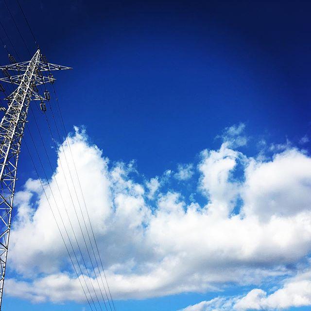 【ぐもにん2589】誰もが響きを世界に放ってる。今日も「笑顔の選択」と。#goodmorning #bluesky #beautifulsky #blue #beautiful #sky #clouds #cloudart #おはよう