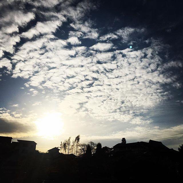 【ぐもにん2592】作用し合って作っている。人とも自然とも。今日も「笑顔の選択」と。#goodmorning #beautifulsky #beautiful #sky #sunset #おはよう