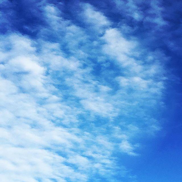 【ぐもにん2593】思考と行動をどんどん回す。今日も「笑顔の選択」と。#goodmorning #beautifulsky #bluesky #beautiful #blue #sky #cloudart #clouds #おはよう