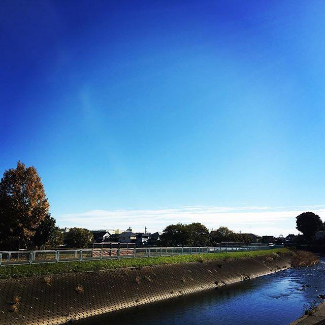 【ぐもにん2595】言葉が現実を紡ぎ出す。今日も「笑顔の選択」と。#goodmorning  #bluesky #beautifulsky #blue #beautiful #sky #choosetobehappy #river #おはよう