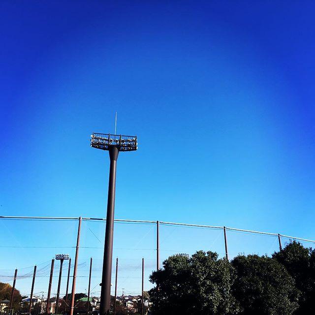 【ぐもにん2597】答えは自分の中にある。見つからない時はじっと静かに心の波が止まるのを待つ。今日も「笑顔の選択」と。#goodmorning #bluesky #beautifulsky #blue #beautiful #sky #おはよう