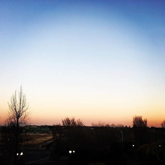 【ぐもにん2605】いつでもなんでも全力チャレンジ。今日も「笑顔の選択」と。#goodmorning #beautifulsky #beautiful #sky #sunset #silhouette #おはよう