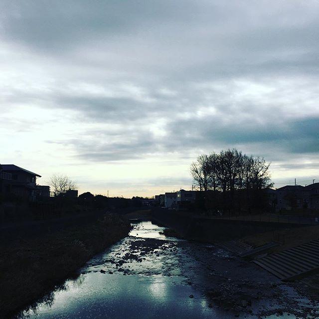 【ぐもにん2614】今の言葉が未来を形作っていく。今日も「笑顔の選択」と。#goodmorning #beautifulsky #river #clouds #cloudart