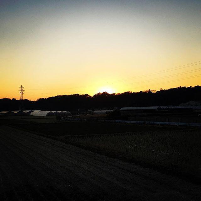 【ぐもにん2619】全ての瞬間を自分らしく生きることが生まれてきた意味。今日も「笑顔の選択」と。#goodmorning #beautifulsky #beautiful #sky #sunset #おはよう