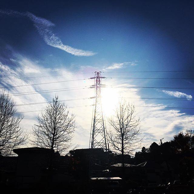 【ぐもにん2023】心と身体と思考、自分自身に感謝する。今日も「笑顔の選択」と。#goodmorning #beautifulsky #bluesky #beautiful #blue #sky #clouds #tower #trees #silhouette #おはよう