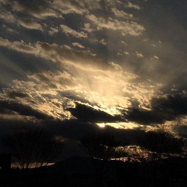 【ぐもにん2032】心震えることに気づくことから。今日も「笑顔の選択」と。#goodmorning #beautifulsky #beautiful #sky #sunset #cloudart #clouds #photography #iphonephotography #おはよう