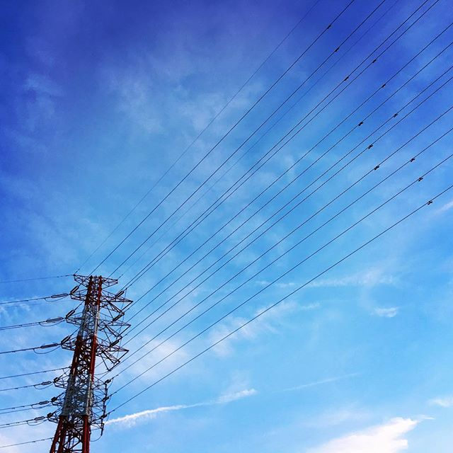 【ぐもにん2035】想像力を使う。今日も「笑顔の選択」と。#goodmorning #bluesky #beautifulsky #blue #beautiful #sky #tower #photography #iphonephotography #おはよう