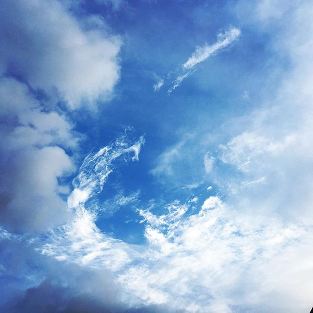 【ぐもにん2043】自分を引き受ける。今日も「笑顔の選択」と。#goodmorning #bluesky #beautifulsky #blue #beautiful #sky #clouds #cloudart #photography #iphonephotography #おはよう