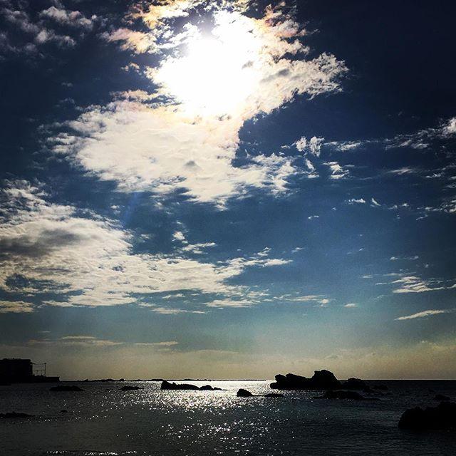 【ぐもにん2054】自分を生きる。見つめて受け入れ解き放つ。今日も「笑顔の選択」と。#goodmorning #beautifulsky #bluesky #beautiful #blue #sky #sea #sunshine #photography #photo #iphonephotography #おはよう